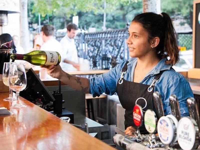 Barkeeper werden: Bewerbung, Eignung & Gehalt - InStaff