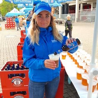 Eventhelferin 2 beim Bierausschank für Kiecom