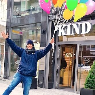 Lachender Promoter für KIND GmbH