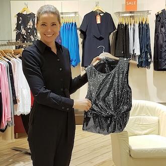 Modeberaterin im Einzelhandel bei Phase Eight