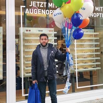 Promoter mit Luftballons für KIND GmbH