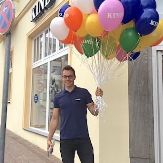 Promoter vor Store von KIND GmbH